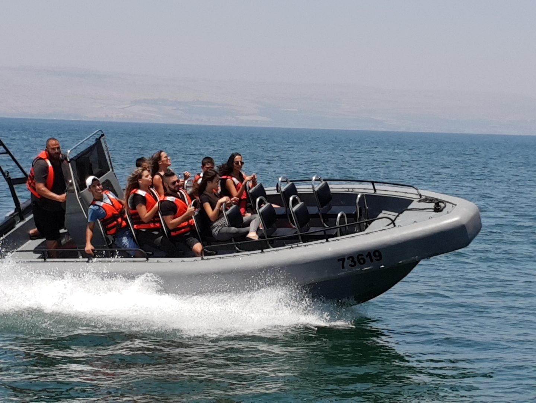 שייט טורנדו בסירת קומנדו